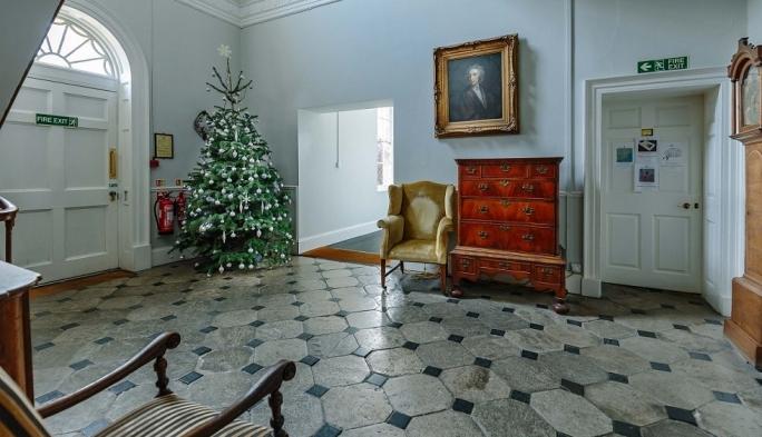 Regency Foyer